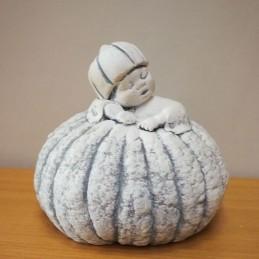 Statue bébé dans citrouille